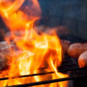 Comment réagir face à une flambée sur le barbecue ?