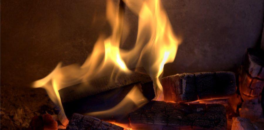 Comment un foyer au gaz est-il converti en un appareil au bois ?