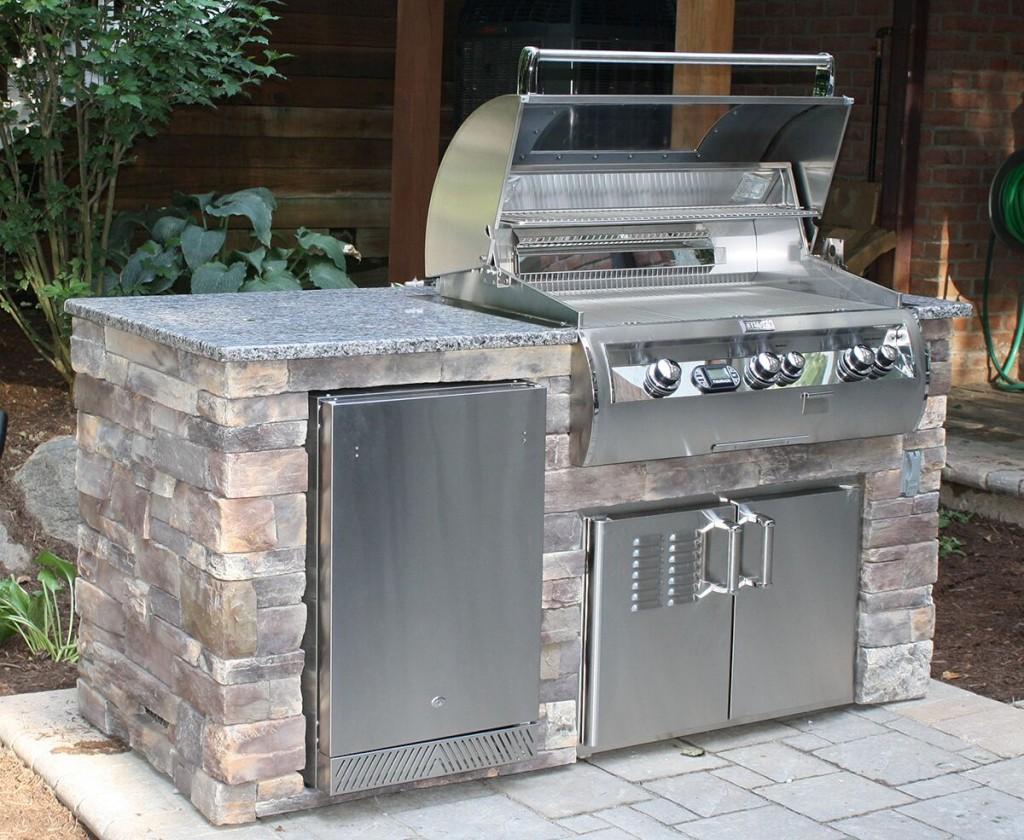 Housewarmings Outdoor: un îlot de cuisine extérieure préfabriqué qui peut être déplacer dans votre cour ou lors d'un déménagement