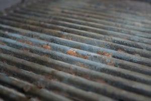 Une grille rouillée constitue l'un des signes qu'il est peut-être temps de penser  à un nouveau barbecue.