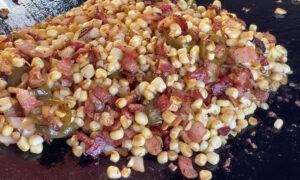 Maïs épicé et sucré cuit sur la plaque de Chef Paul Sidoriak