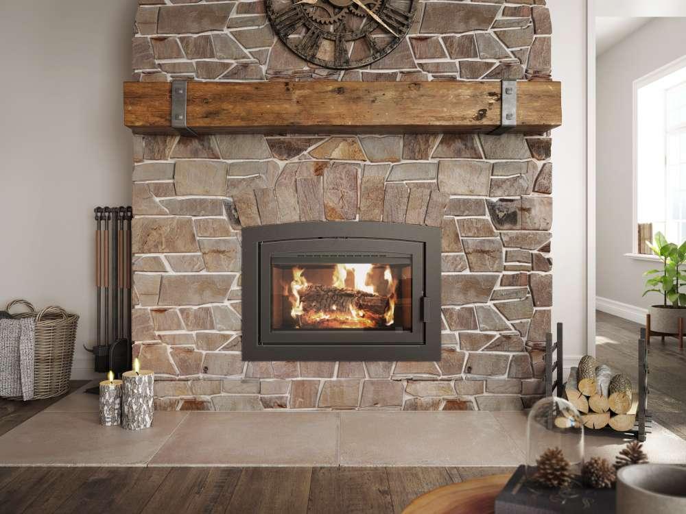 Foyer au bois Ambiance Elegance36 avec manteau de pierre, cheminée bien installée, Puis-je changer l'angle de mon conduit de cheminée? Puis-je installer une cheminée à angle?