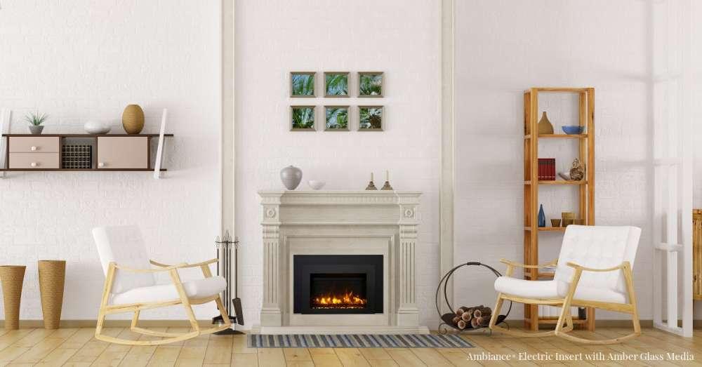 Encastrable électrique Ambiance® AMB-INS-30 avec manteau de foyer en béton coulé beige dans une pièce blanche. Les foyers encastrables en valent-ils la peine?