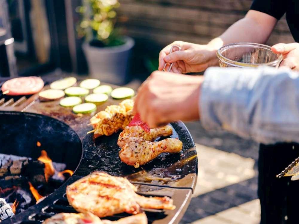 """Cuisiner sur un foyer extérieur Hearthstone! Comment cuisiner sur votre foyer extérieur? Cuisiner sur votre """"pit à feu"""" à la maison ou en camping!"""