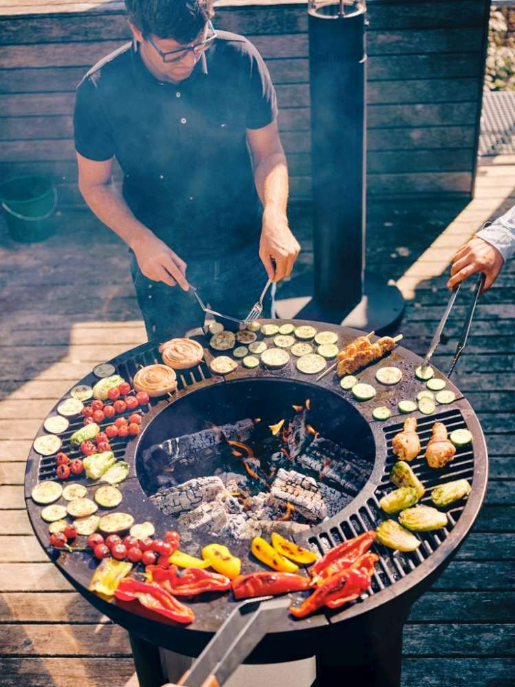 """Cuisinez du poulet, des légumes et autres sur le foyer extérieur Hearthstone! Comment cuisiner sur votre foyer extérieur? Cuisiner sur votre """"pit à feu"""" à la maison ou en camping!"""